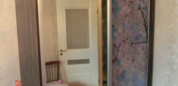 Шкаф купе , фото печать,двух спальная кровать, прикроватные тумбочки.