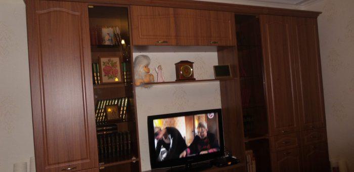 Стенка в гостиную в классическом стиле