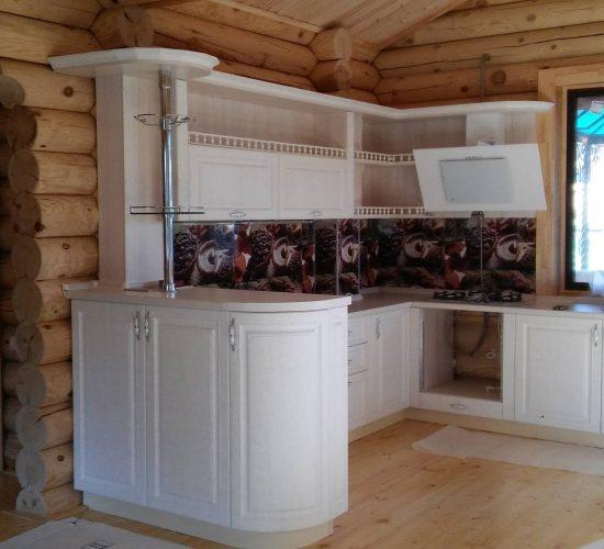 Кухонный гарнитур для деревянного дома