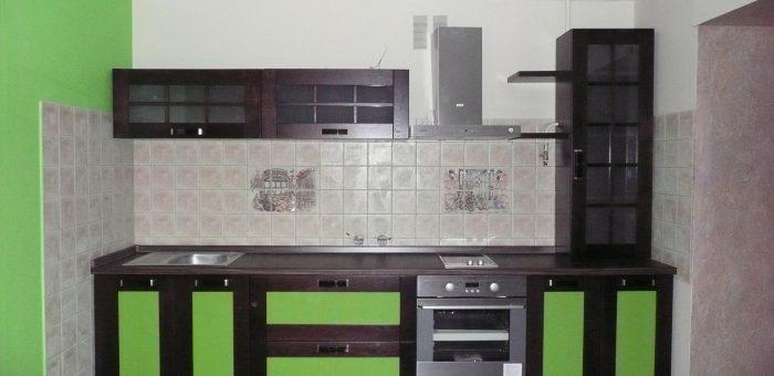 Кухня с салатовыми вставками