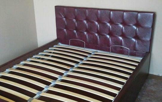 Кровать из кожи «antiq»