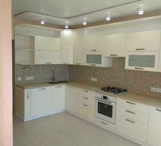 Кухня с фартуком-мозаикой