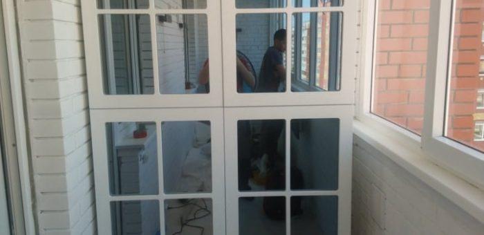 Зеркальный шкаф на балкон