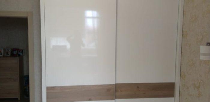 Белый глянцевый шкаф-купе
