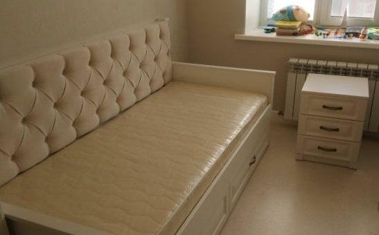Диван-кровать с прошивкой