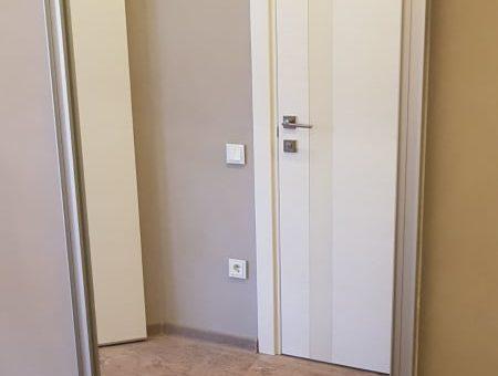 Гардеробная за дверью-купе