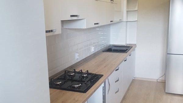 Кухня белая с пеналом