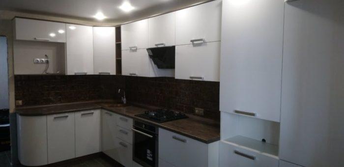 Кухня с прямоугольными ручками