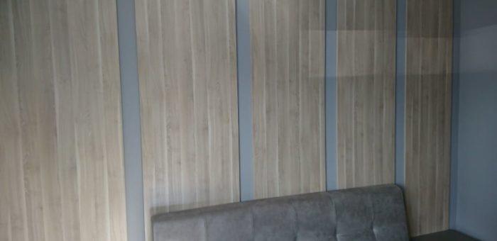 Декоративная обшивка стены спальни