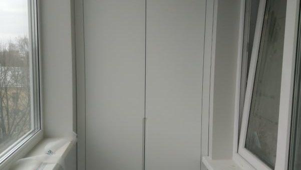 Шкафы-близнецы на балкон