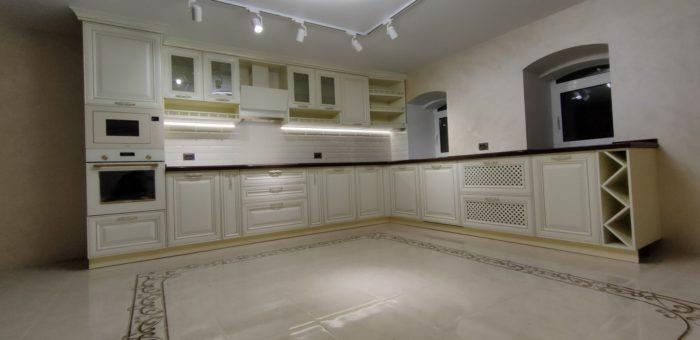 Кухня с фасадами Аврора